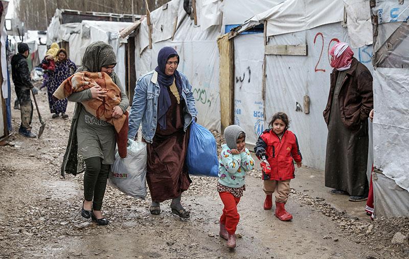 Жители Сирии в лагере для беженцев