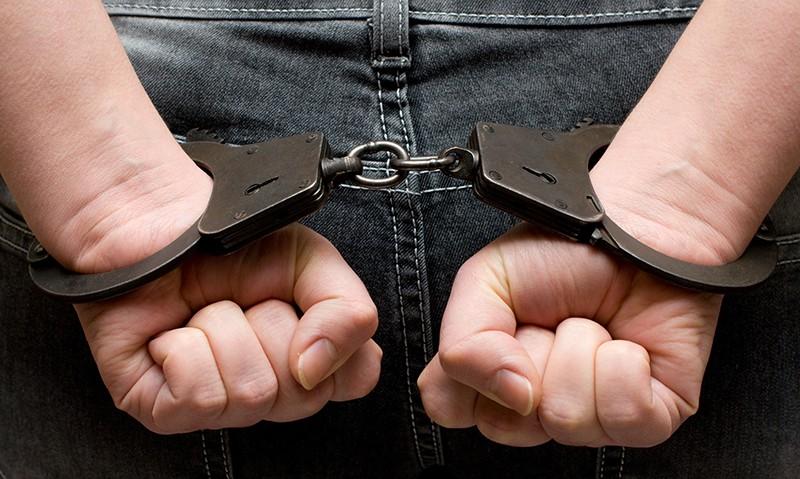 Арестованный человек