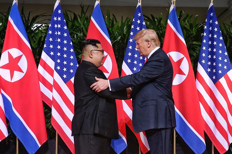 Ким Чен Ын и Дональд Трамп во время