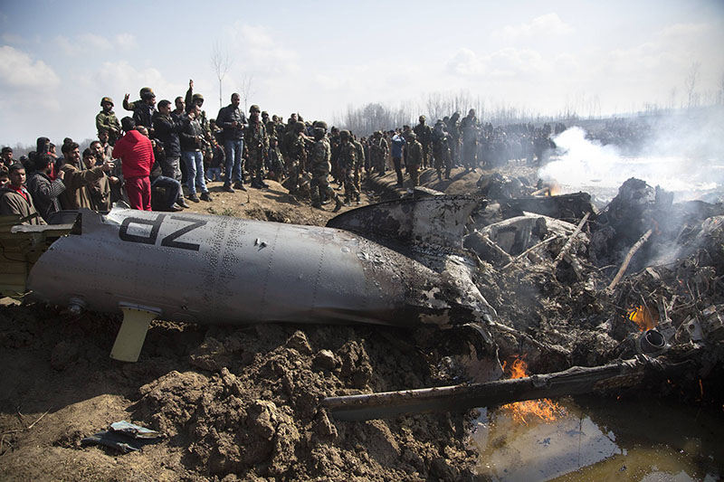 На месте падения самолета ВВС Индии