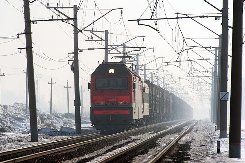 Грузовой поезд на Транссибирской железнодорожной магистрали