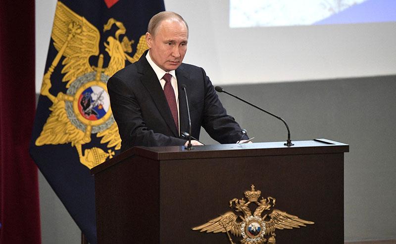 Владимир Путин выступает на ежегодном расширенном заседании коллегии министерства внутренних дел