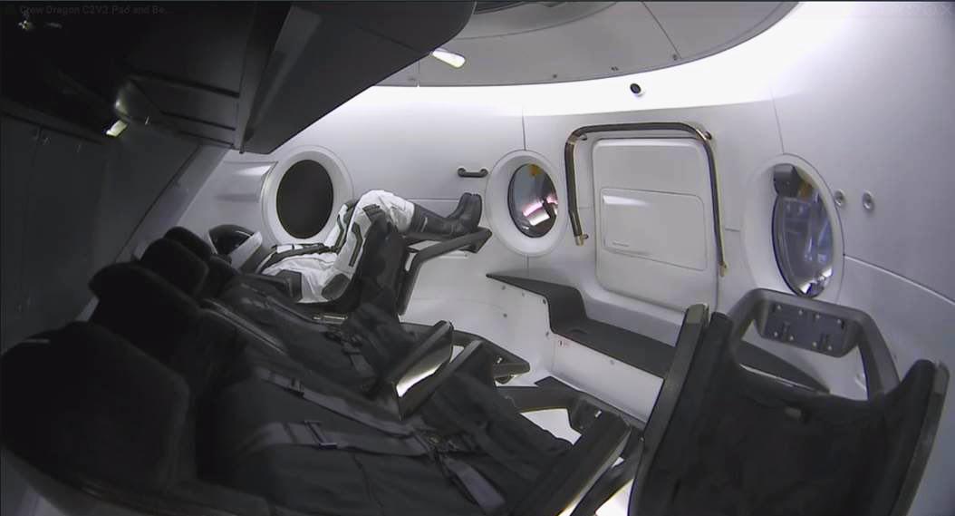 Манекен на борту SpaceX