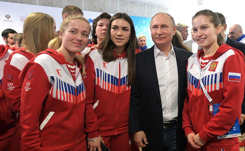 Владимир Путин во время встречи с членами сборной команды России на XXIX Всемирной зимней универсиаде 2019