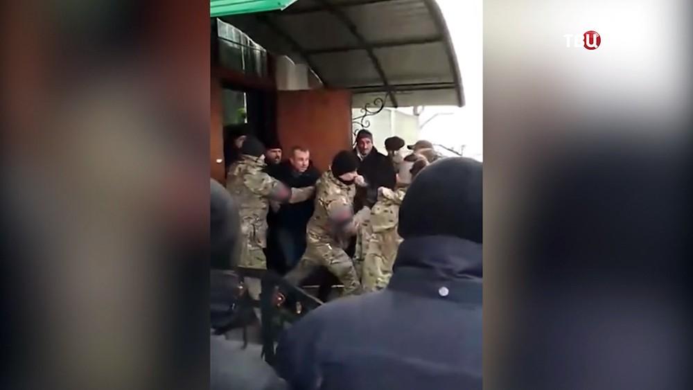 Украинские радикалы напали на прихожан храма