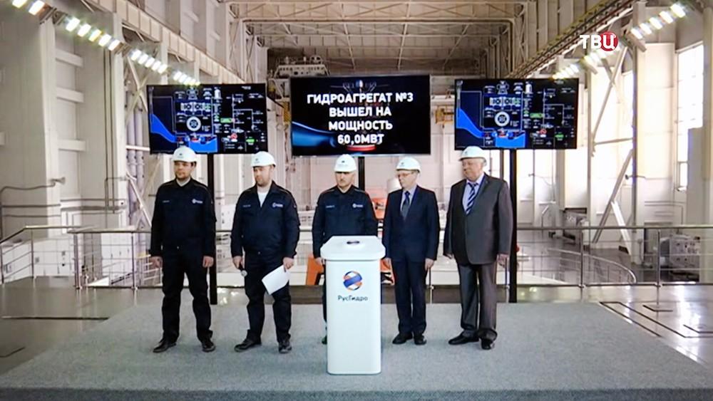 Работники Усть-Среднеканской ГЭС