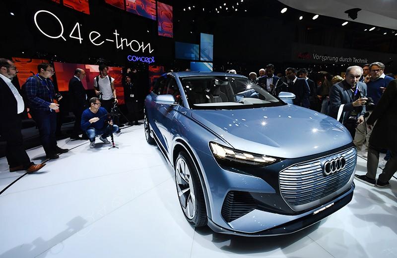 Прототип электрического кроссовера Audi Q4 e-tron на Международном Женевском автосалоне 2019