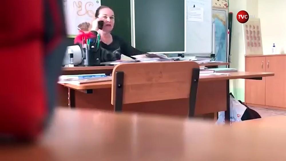 Учительница ругается матом в Томской школе