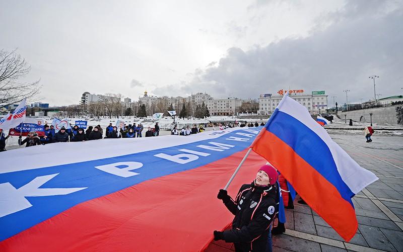Участники праздничной акции, посвященной годовщине присоединения Крыма к России
