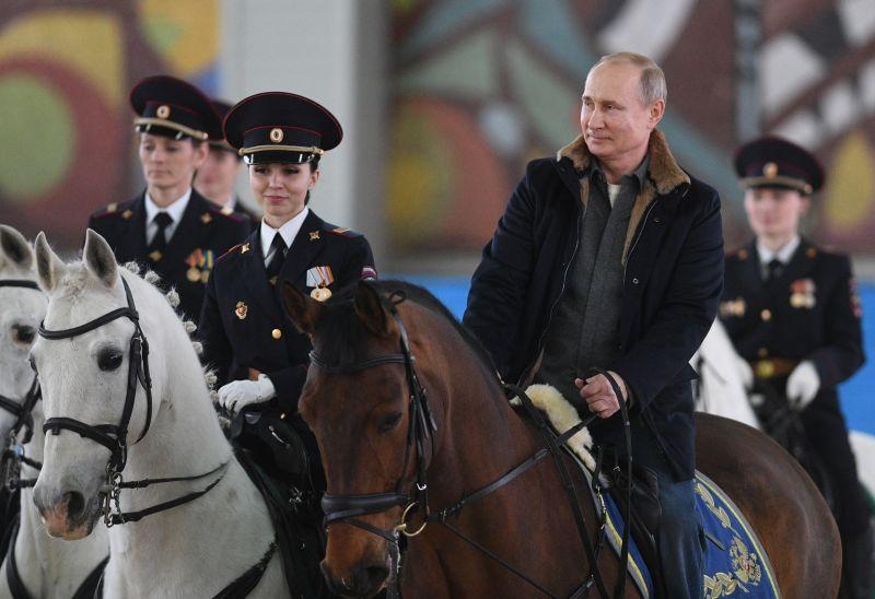 Владимир Путин на коне