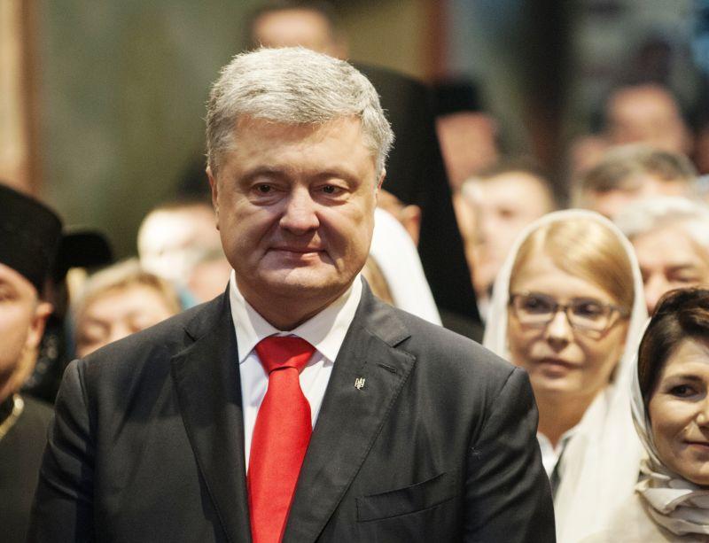 Петр Порошенко и Юлия Тимошенко (на заднем плане)