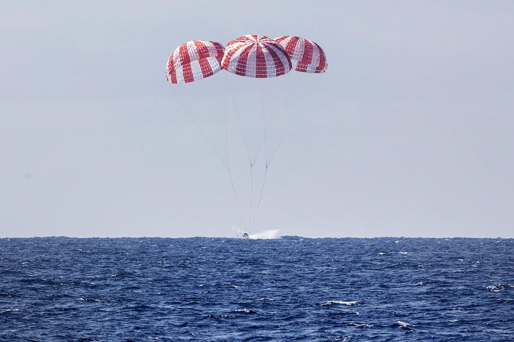 Приводнение корабля Dragon-2 в океане