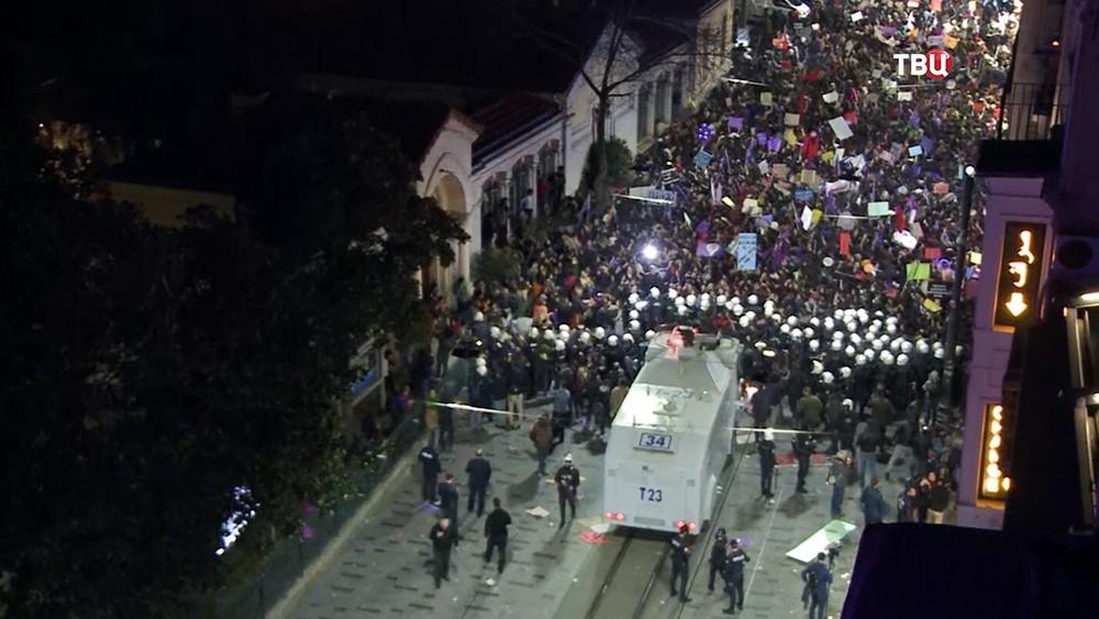 Митинг феминисток в Турции