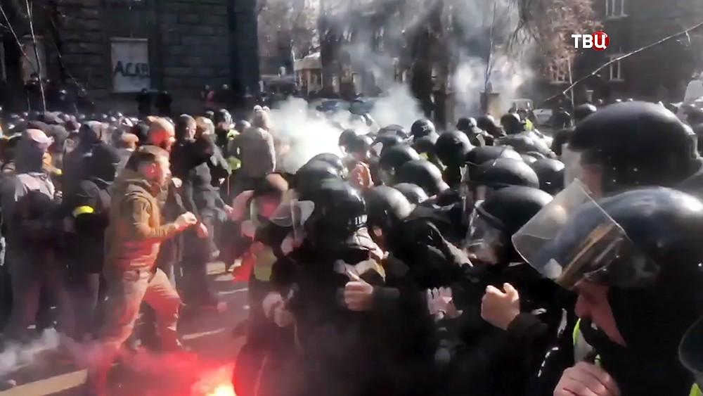Столкновения между украинскими радикалами и полицией