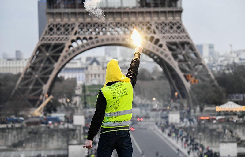 """Протестная акция """"Жёлтых жилетов"""" в Париже"""