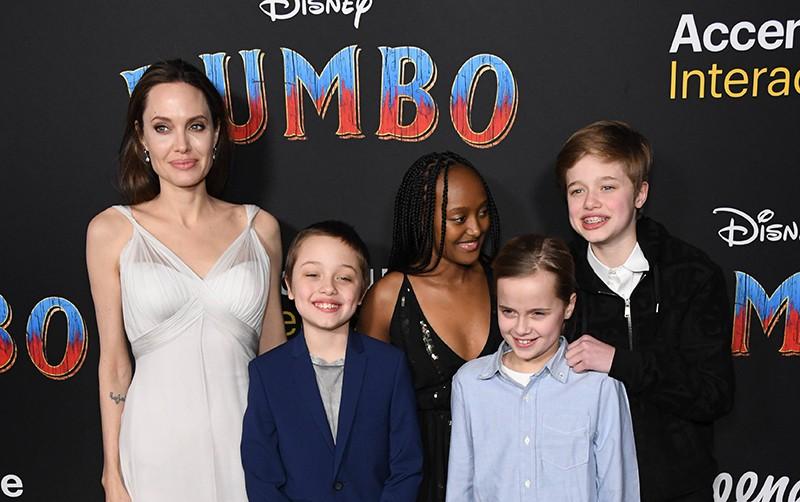 """Анджелина Джоли с детьми на премьере фильма """"Дамбо"""""""