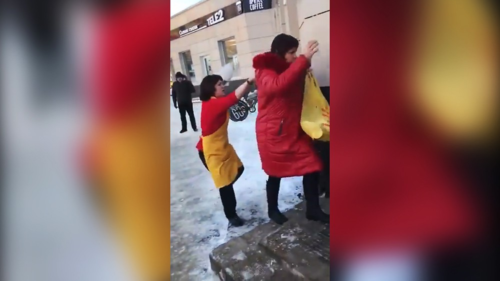 """""""Вот тебе, Дьявол"""": продавщица """"изгнала бесов"""" из покупательницы"""