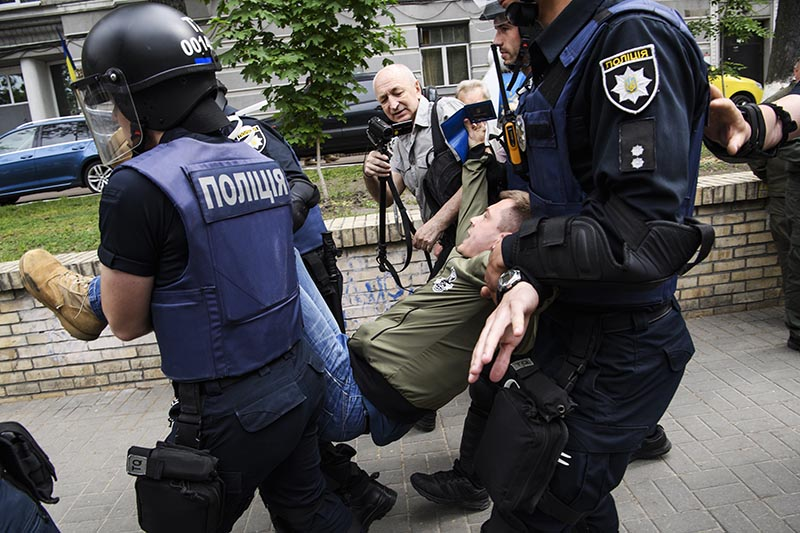 Как на Украине преследуют за критику власти