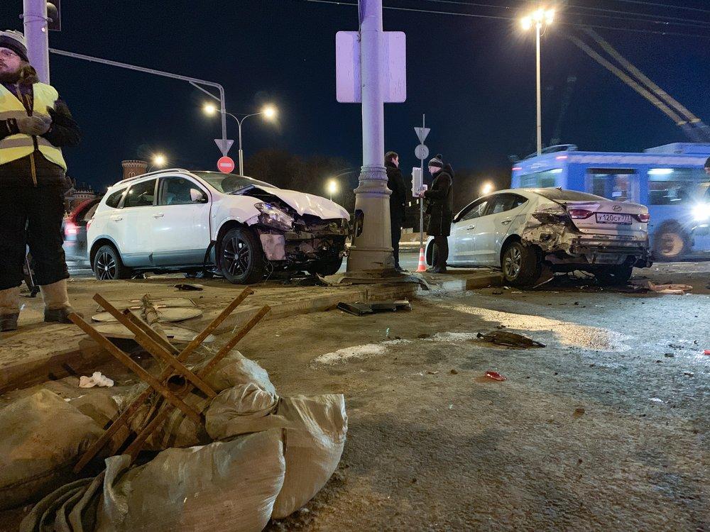 Последствия ДТП с участием трех автомобилей на Ленинградском проспекте