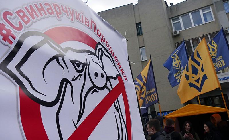 Участники акции против президента Украины Петра Порошенко