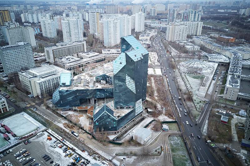 """Недостроенное здание делового бизнес-центра """"Зенит"""" в районе Тропарёво-Никулино в Москве"""