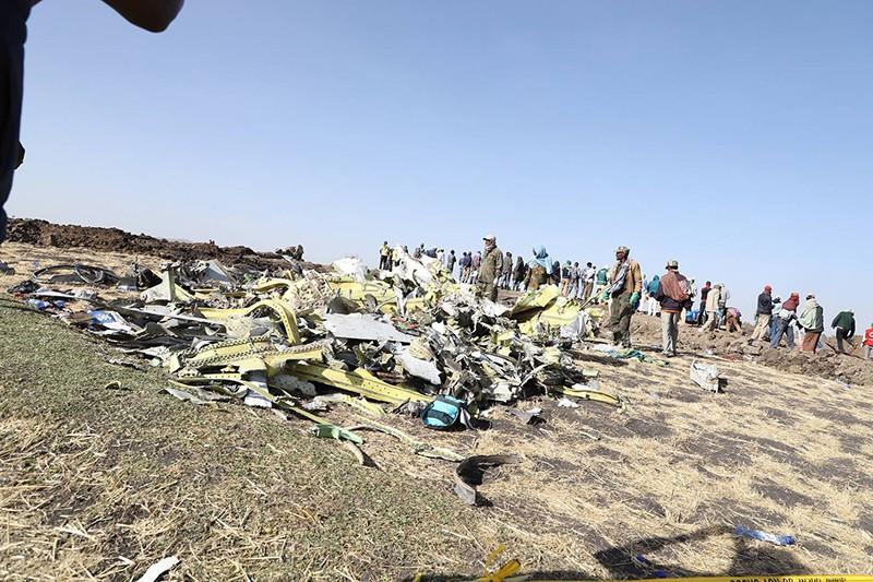Место крушения самолета Boeing 737 MAX 8 в Эфиопии