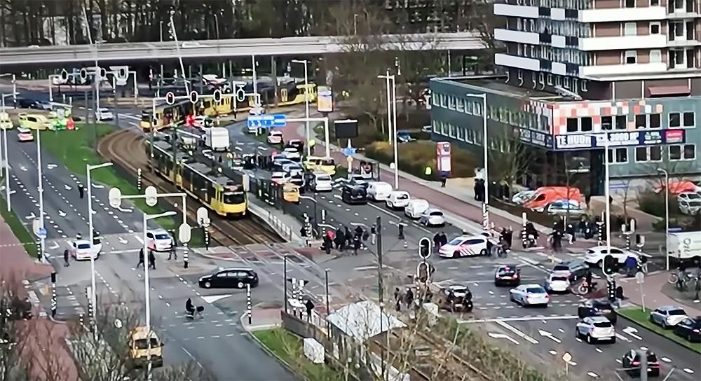 Полиция Нидерландов на месте стрельбы в Утрехте