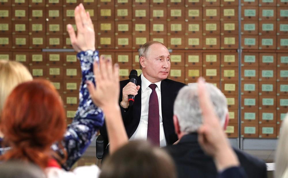 Владимир Путин встретился с представителями общественности Республики Крым и Севастополя