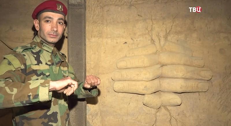 Галерея на стенах бывшего тоннеля боевиков