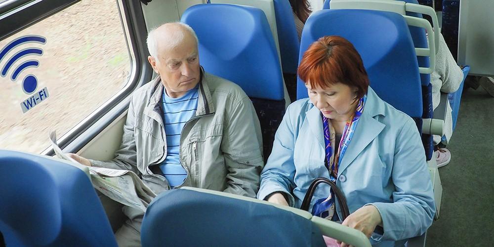 Пенсионеры в электричке