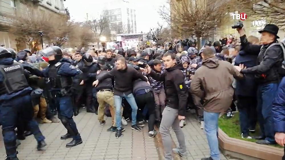Полиция и украинский радикалы