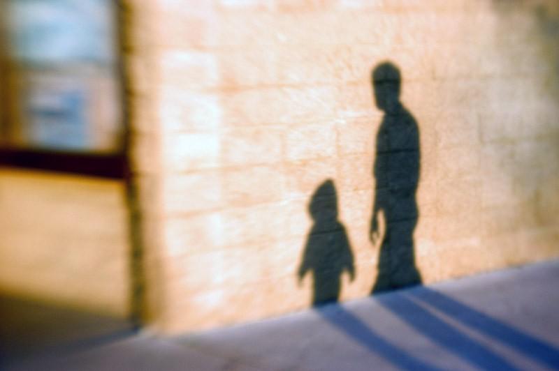 ВМоскве педофил десять летпрятал ребенка вкоммуналке