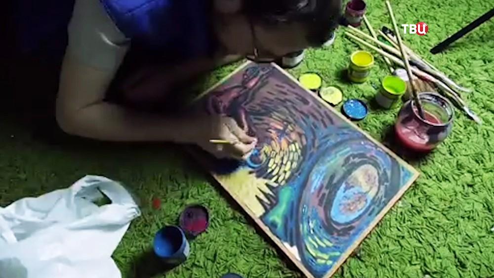 Художник пишет картину