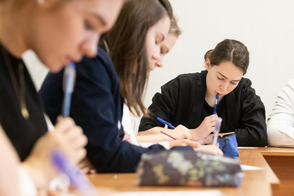 Школьники и учителя