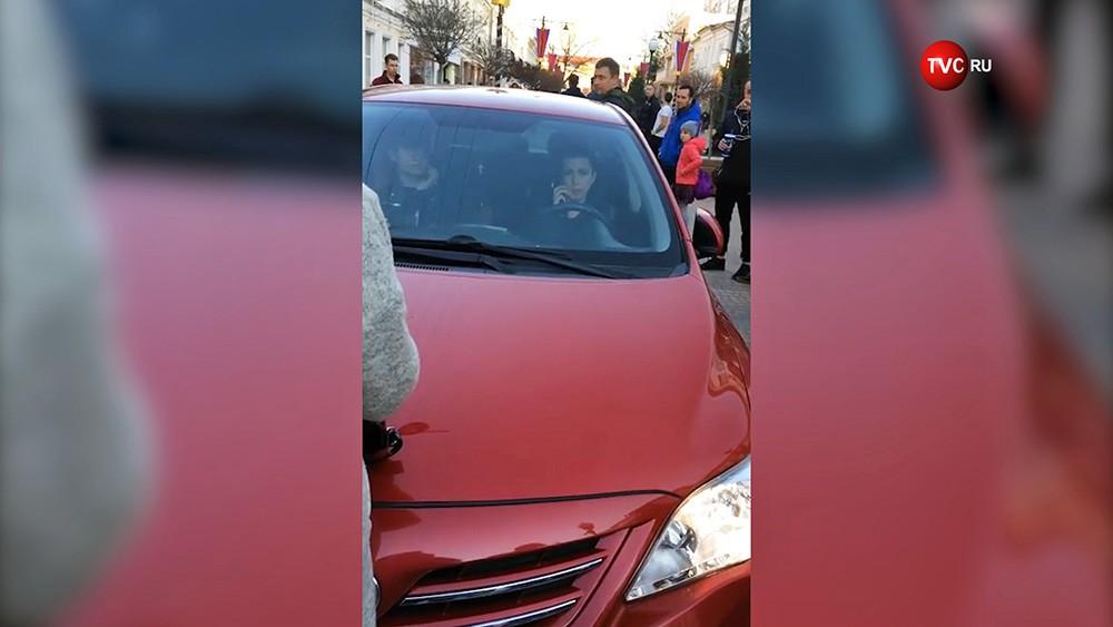 Женщина-водитель задавила кота
