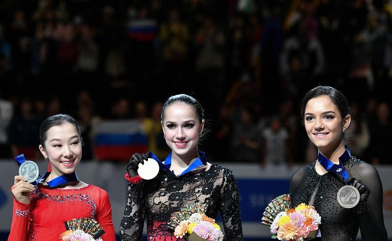 Слева направо: Элизабет Турсынбаева (Казахстан), Алина Загитова (Россия), Евгения Медведева (Россия)