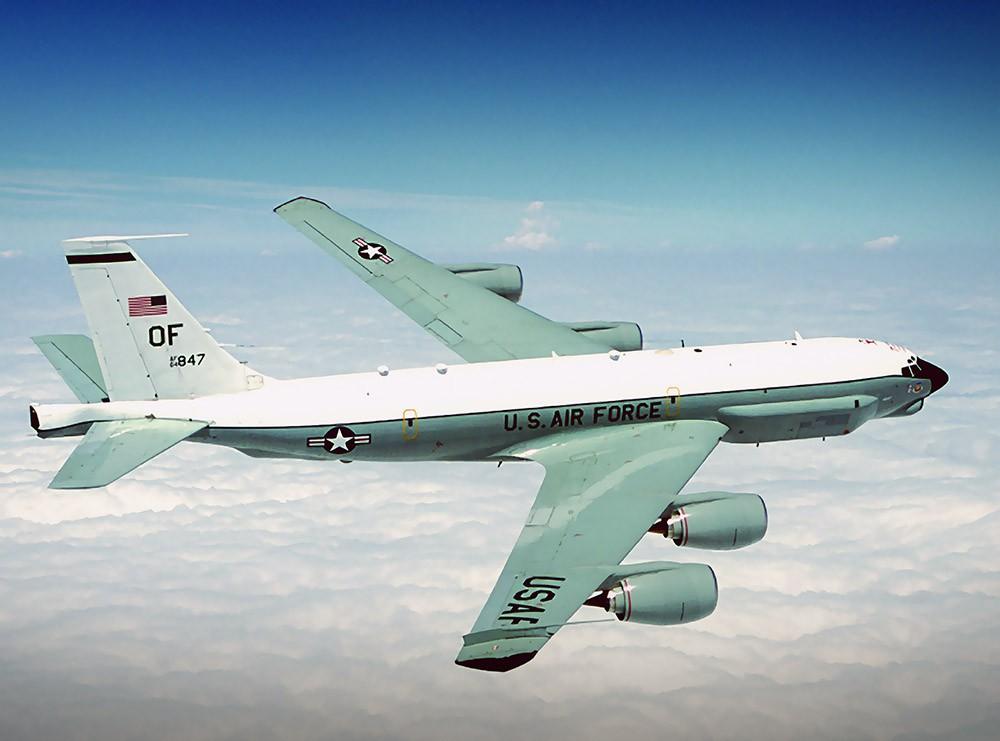 Самолет радиоэлектронной разведки ВВС США Boeing RC-135