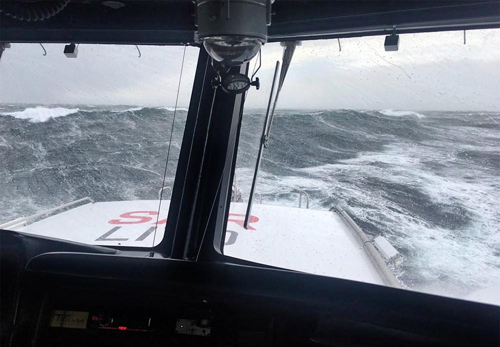 Лайнер Viking Sky у побережья Норвегии