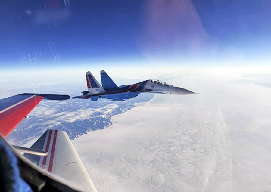 """Экипажи авиационной группы высшего пилотажа """"Русские Витязи"""" прибыли в Малайзию"""