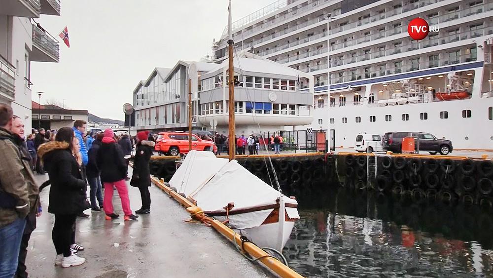 Лайнер Viking Sky вернулся в порт Норвегии