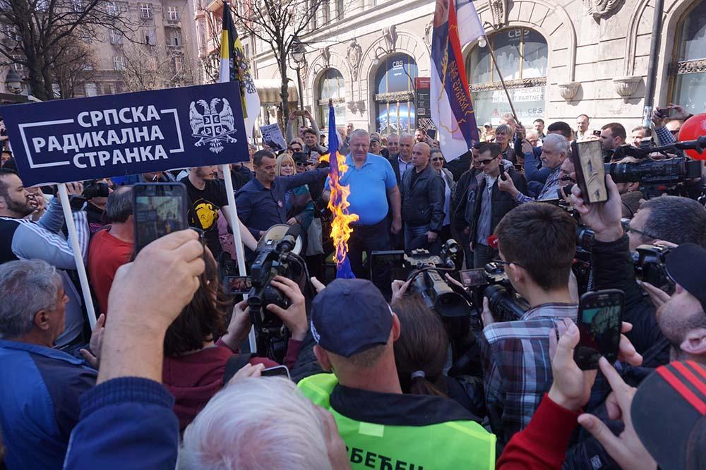 Активисты Сербской радикальной партии