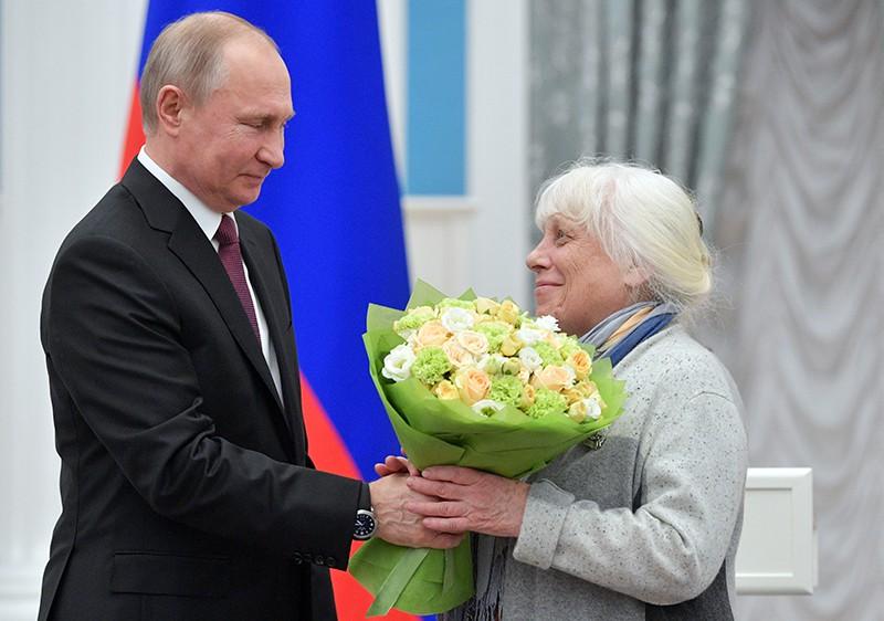 Владимир Путин и художник Франческа Ярбусова