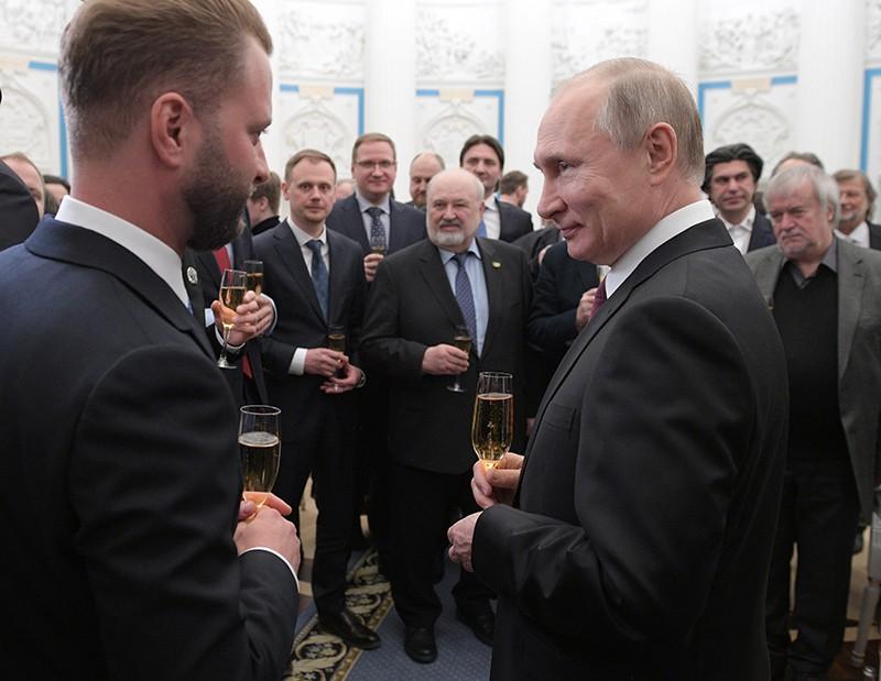 Владимир Путин вручил премии молодым мастерам искусства