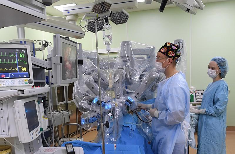 Медики во время операции