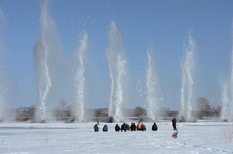 Подрыв льда на ледовом заторе на реке