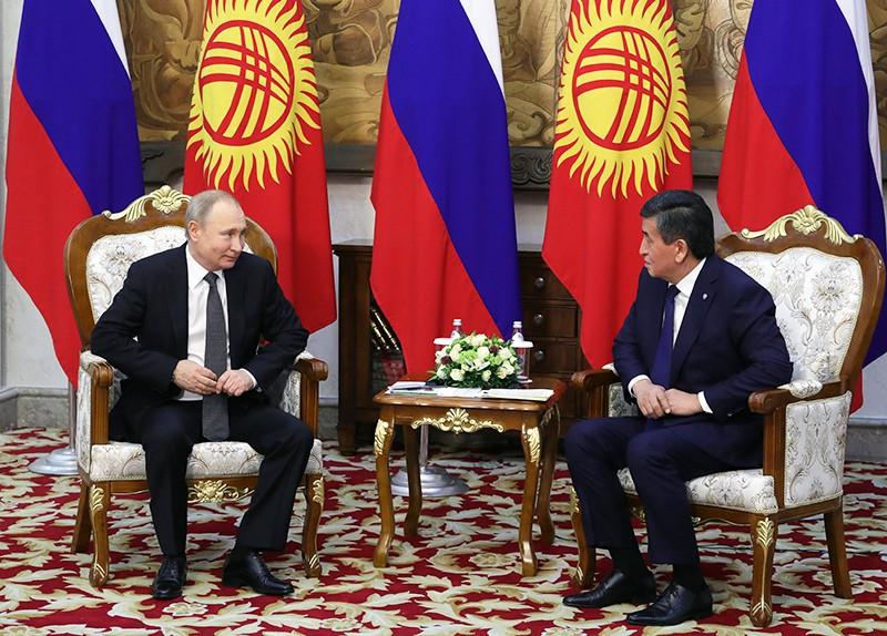 Президент РФ Владимир Путин и президент Киргизии Сооронбай Жээнбеков