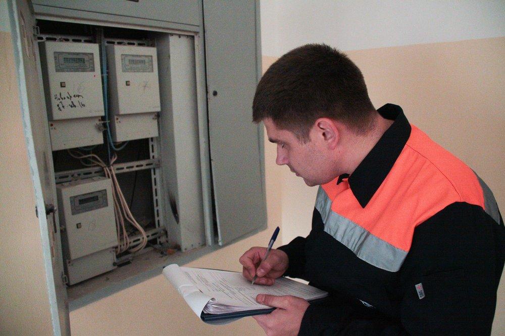 Проверка показаний электросчетчиков в жилом доме