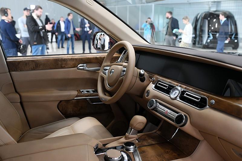 Интерьер автомобиля Aurus