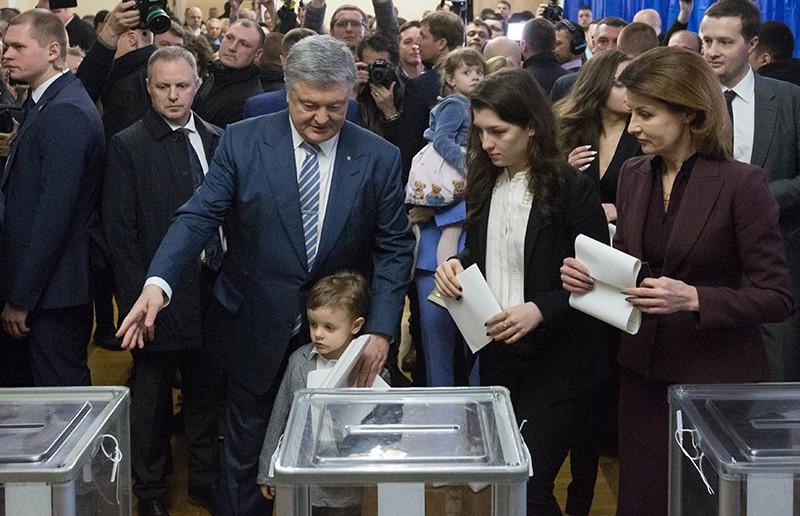 Петр Порошенко во время голосования