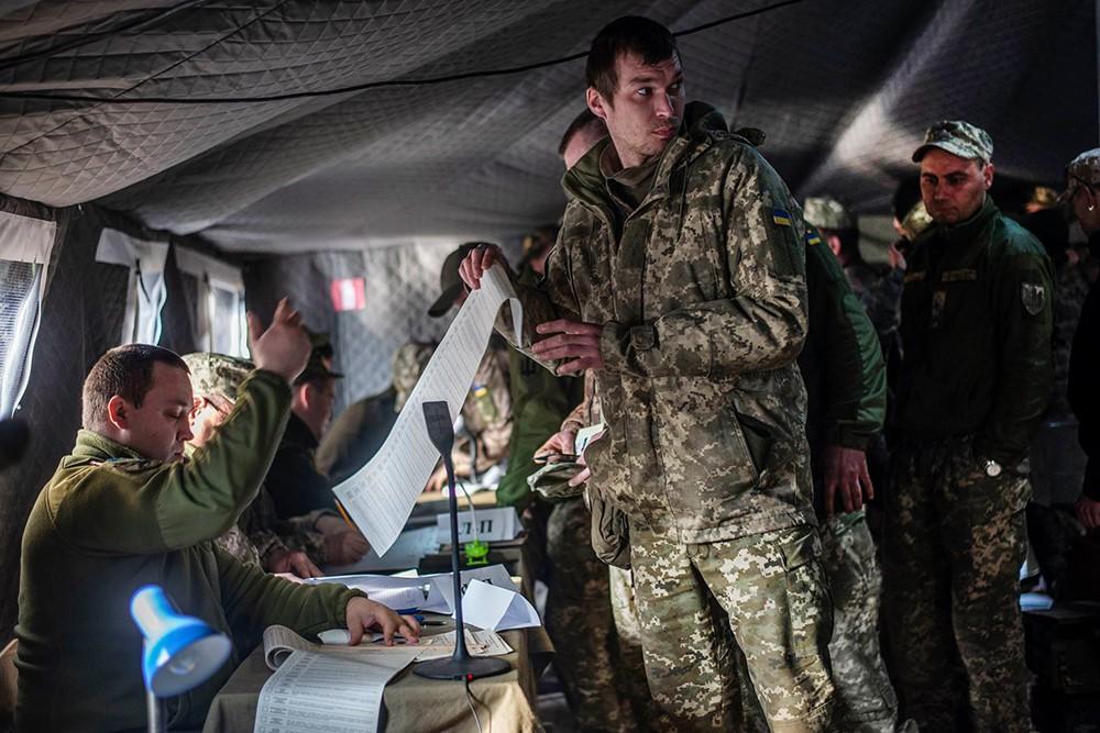 Украинские военные на голосуют выборах